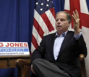 Senador por Alabama no promete votar con los demócratas