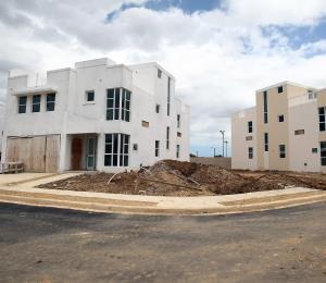 Cierres de casas nuevas esperan por Ricardo Rosselló