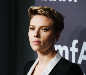 Scarlett Johansson renuncia a papel de hombre transgénero