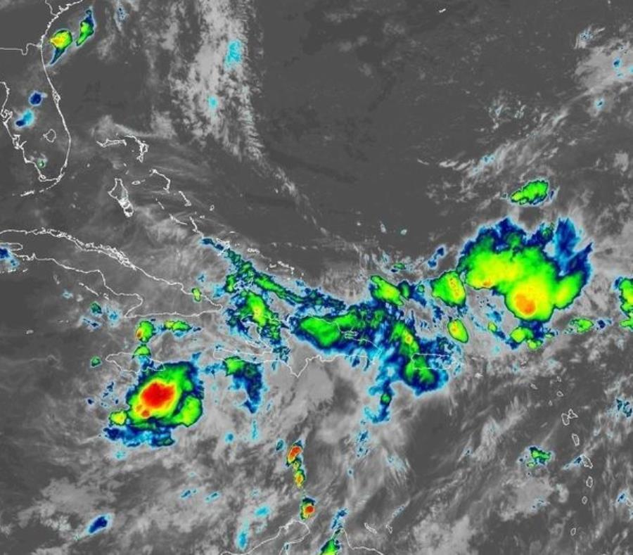 Los remanentes de Isaac continúan dejando lluvia en el Caribe. (NOAA) (semisquare-x3)