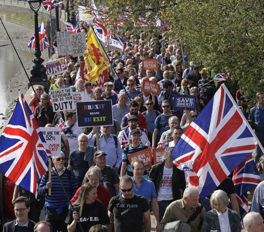 Simpatizantes del Brexit marchan en Londres. (semisquare-x3)