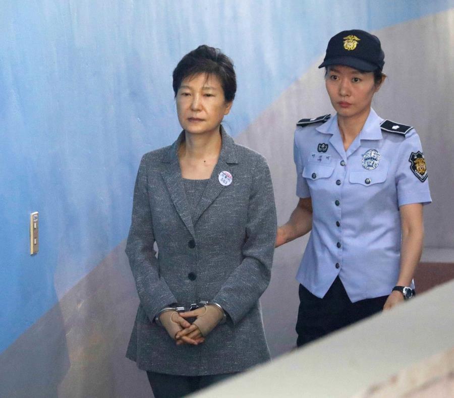 Elevan a 25 años de cárcel la condena por corrupción de la expresidenta de Corea del Sur (semisquare-x3)