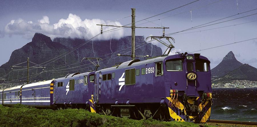 The Blue Train a su llegada a Ciudad del Cabo, al término de uno de sus trayectos. Un auténtico hotel de 5 estrellas sobre ruedas. (EFE)
