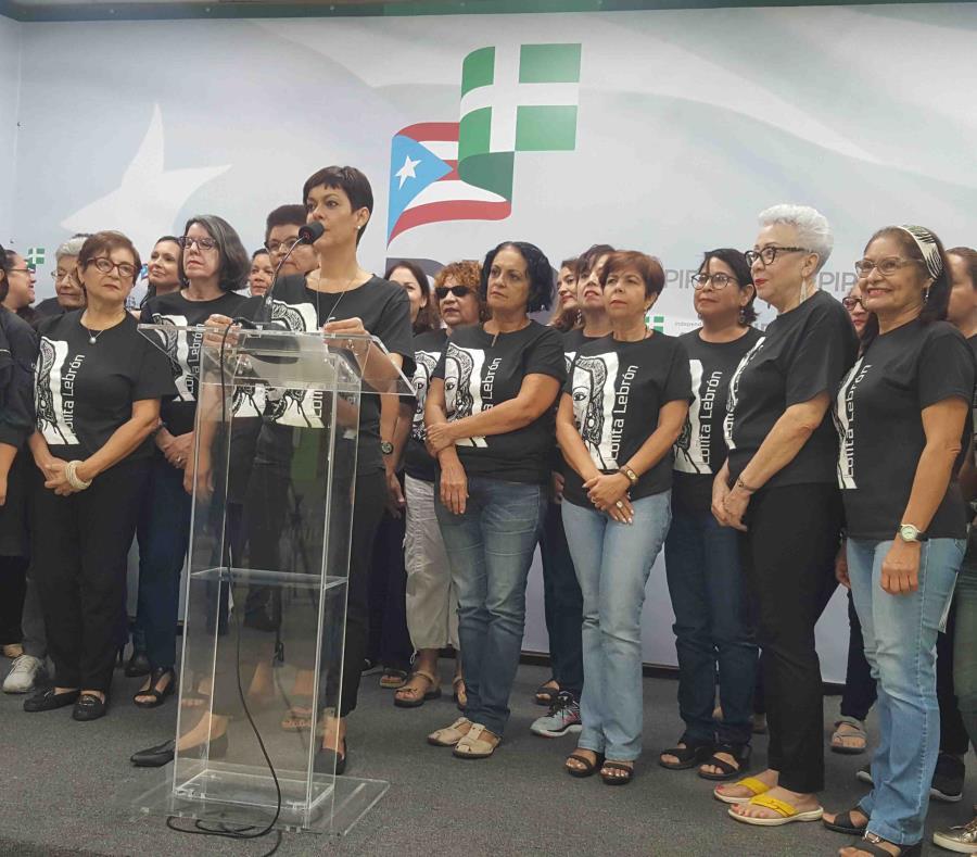 Al centro, María de Lourdes Santiago, comisionada electoral del PIP. (Gloria Ruiz Kuilan) (semisquare-x3)