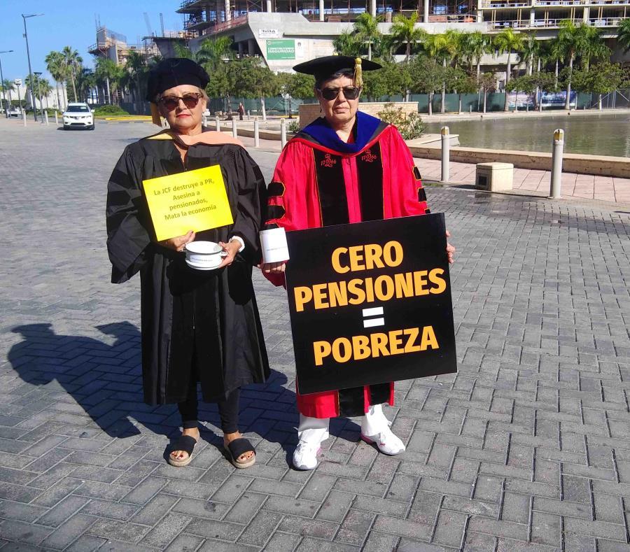 Nydia Chéverez y Norma Rodríguez, profesoras retiradas de la UPR.  (GFR Media) (semisquare-x3)