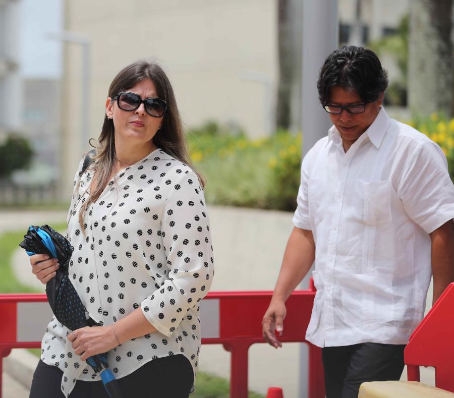 Irving Riquel Torres (der.) enfrentaría una pena de cárcel de seis años y medio y se le confiscarían $1,025,703.03 de tres cuentas a su nombre y el de su compañía. (semisquare-x3)