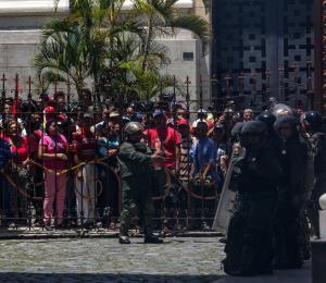 La guerra de la democracia contra la dictadura