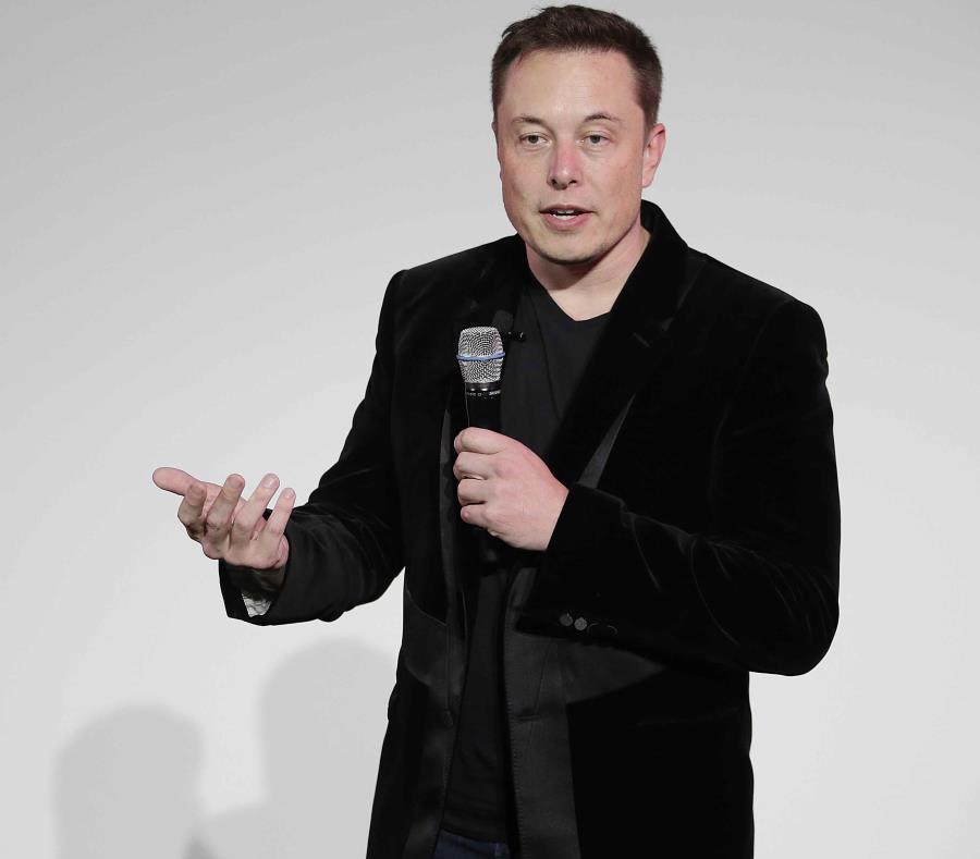 En la foto está Elon Musk, presidente de Tesla. (semisquare-x3)