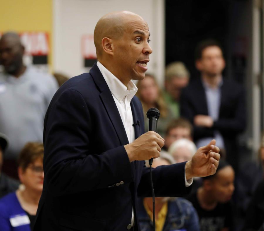 El senador y aspirante a presidente por el Partido Demócrata, Cory Booker, fue uno de los amenazados. (AP/Charlie Neibergall) (semisquare-x3)
