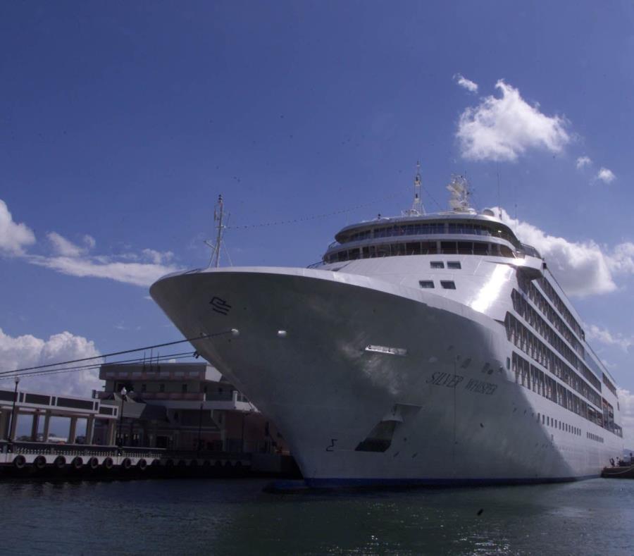 Un crucero en uno de los muelles del Viejo San Juan. (GFR Media) (semisquare-x3)