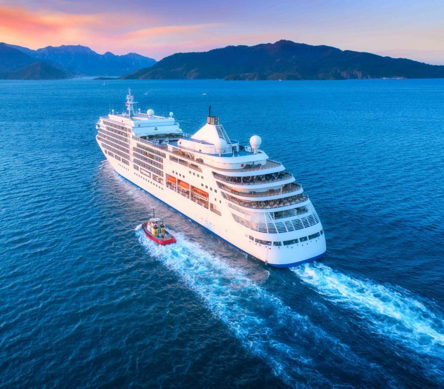 Crucero con decenas de enfermos se dirige a Panamá