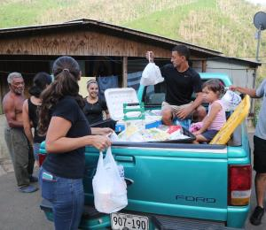 Los puertorriqueños muestran ánimo para la reconstrucción