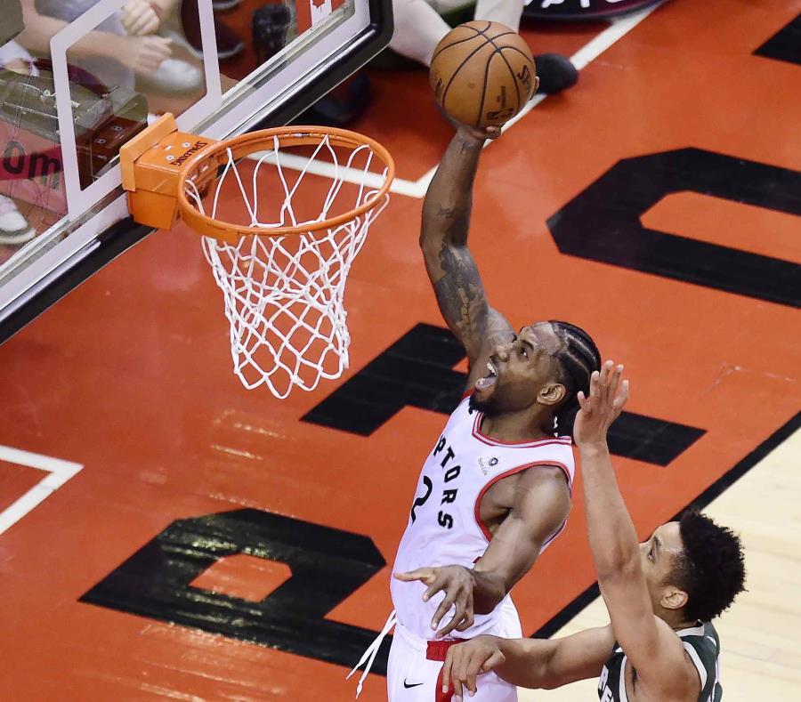 Toronto aprovechó la localía y descontó la serie contra Milwaukee