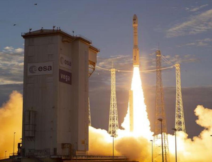Lanzan el satélite Aeolus con el fin de mejorar los pronósticos meteorológicos (semisquare-x3)
