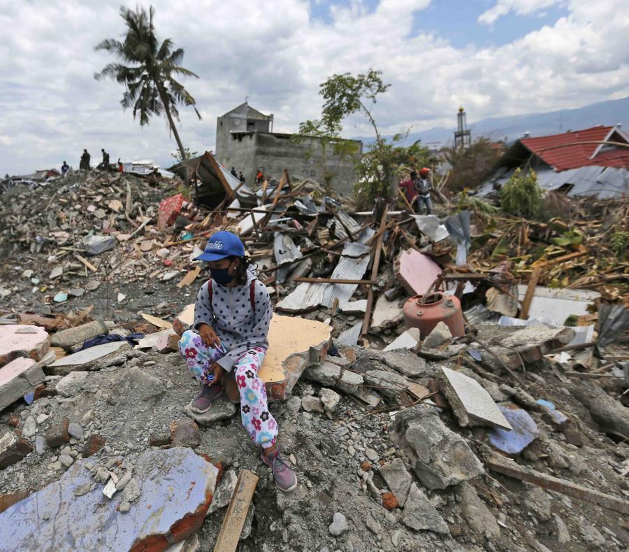 Tras el temblor y posterior tsunami, 65,733 viviendas resultaron destruidas o dañadas. (AP) (semisquare-x3)